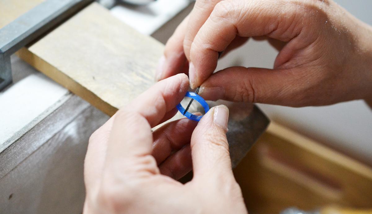 鋳造製法で婚約指輪を手作りする。