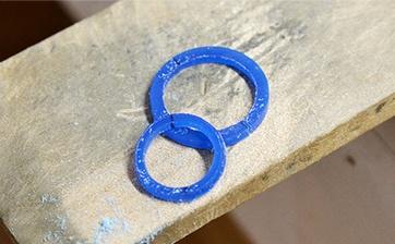 06 指輪の厚みに切り出しました。
