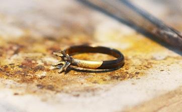 05 ロー付け作業が完了し婚約指輪の形状になりました。